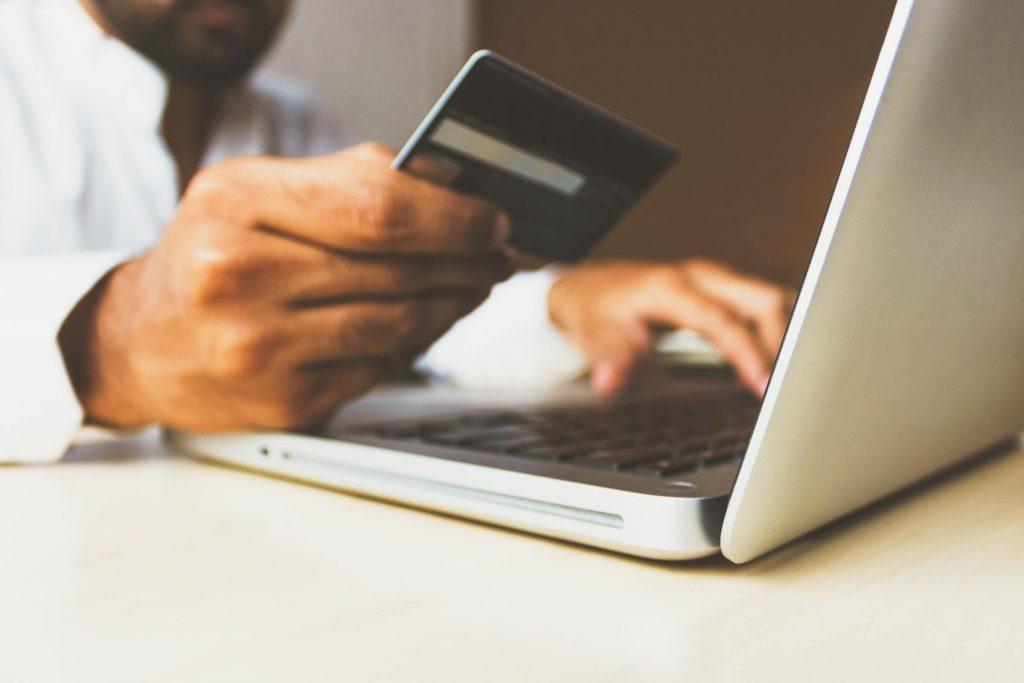 platba kartou pri nakúpe cez internet